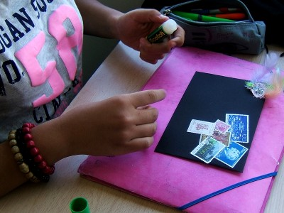 atelier,atelier d'art postal,collage,art postal,école primaire,collège,bibliothèque